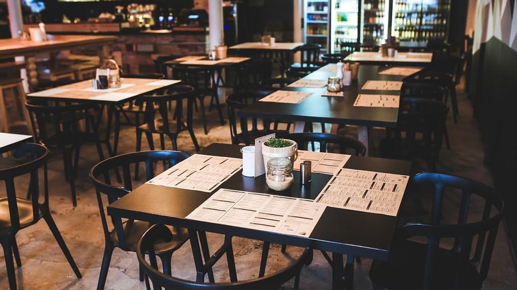Inside of a Restaurant   © kaboompics/Pixabay