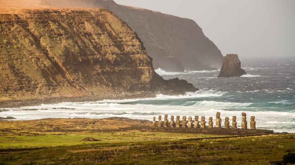 Easter Island, Chile | @ Oriol Querol/Shutterstock