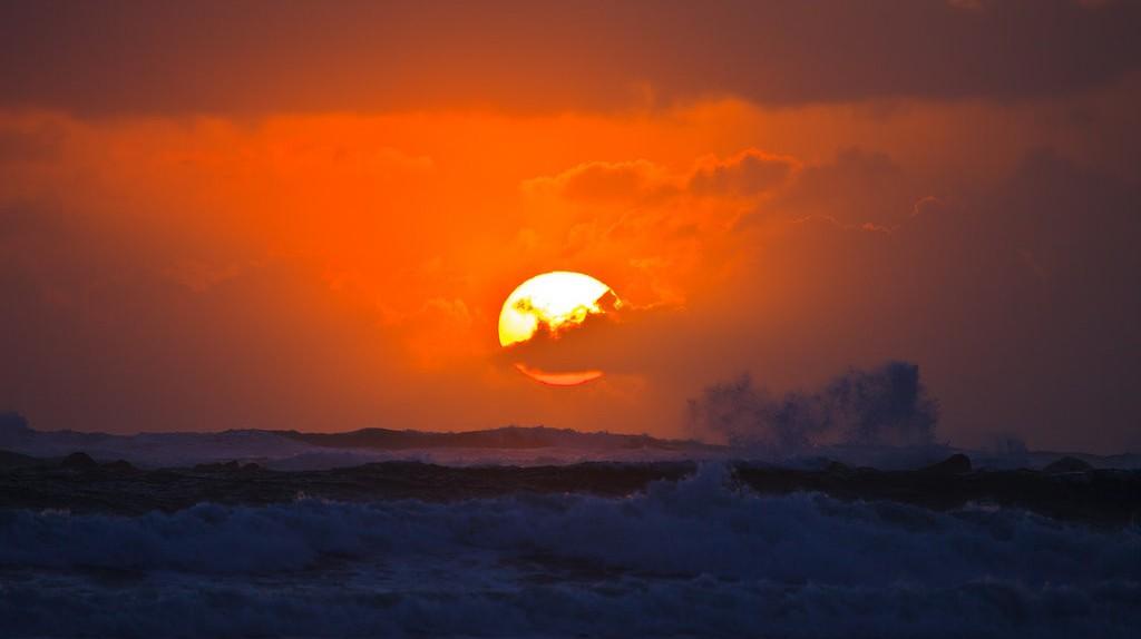 Sunset Surf   © Murray Foubister / Flickr