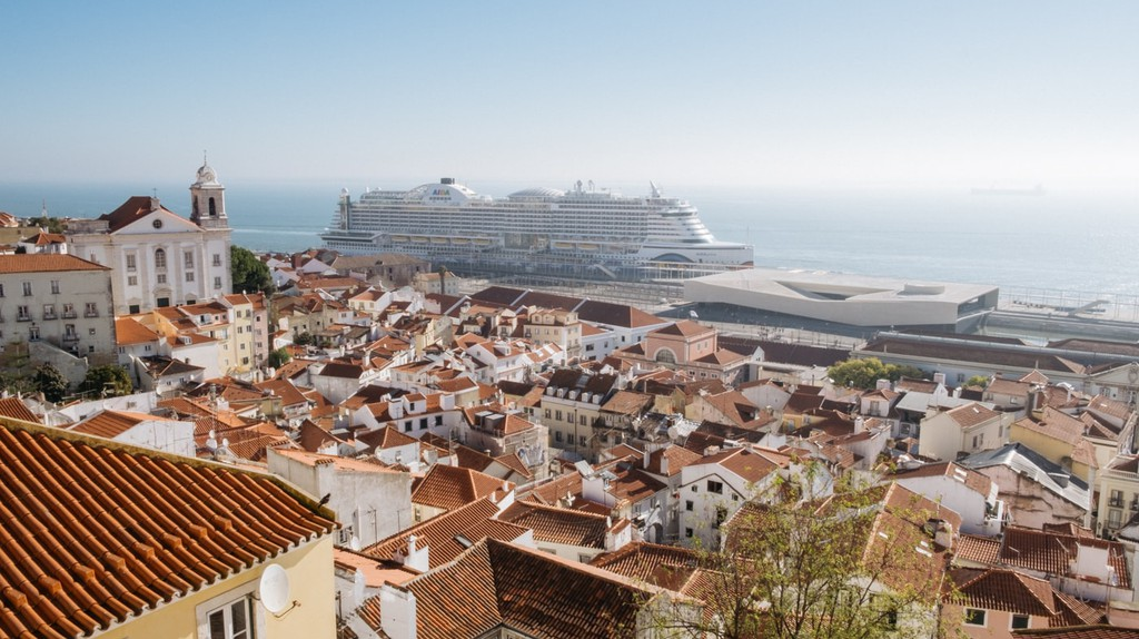 Portas do Sol viewpoint, Lisbon, Portugal | Marina Watson Peláez / © Culture Trip