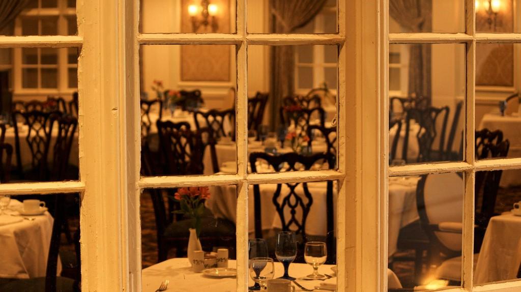 Dining room. JamesDeMers (c) | Pixabay