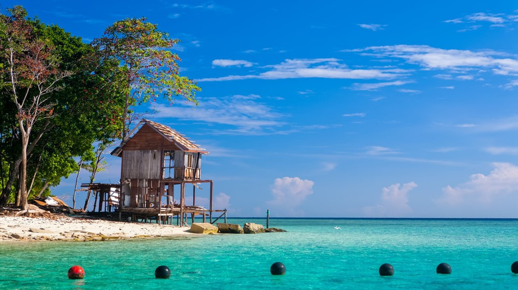 Head to east coast of Sabah and visit the beautiful island of Sipadan