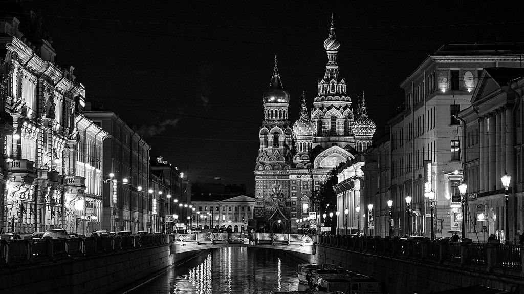 Saint Petersburg at night | © MariaShvedova / Pixabay