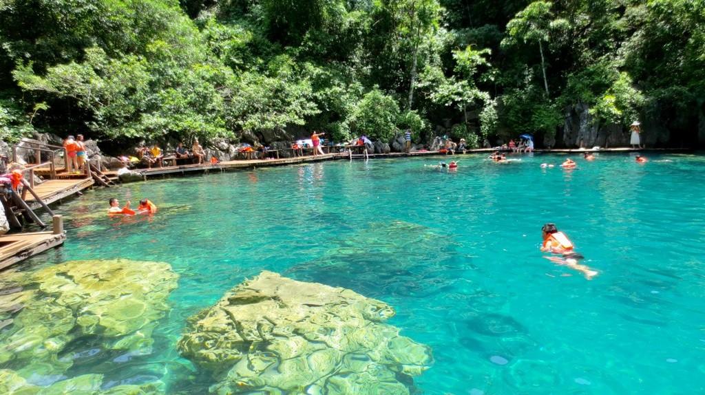 Tourists swimming in Kayangan Lake