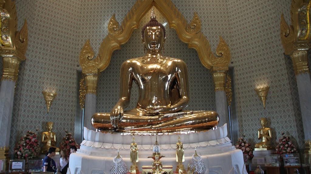 Seated gold Buddha at Wat Traimit | © Kris / Flickr