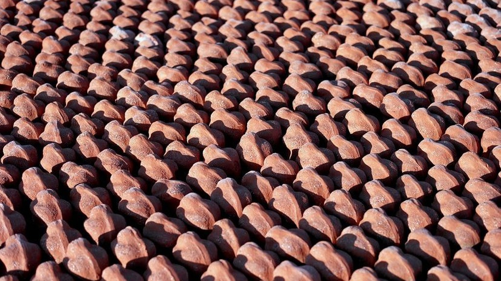 The art installation in Ypres features 600,000 small clay figures.
