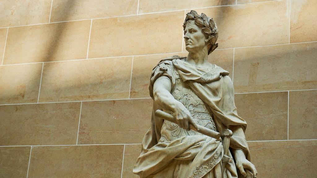 A statue of Julius Caesar in the Louvre, Paris   © NakNakNak/Pixabay