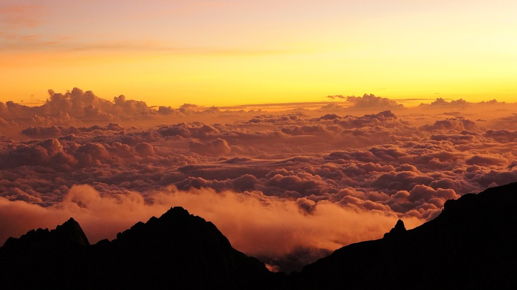 Sea of clouds from the peak of Mount Kinabalu   © TarasK/Pixabay