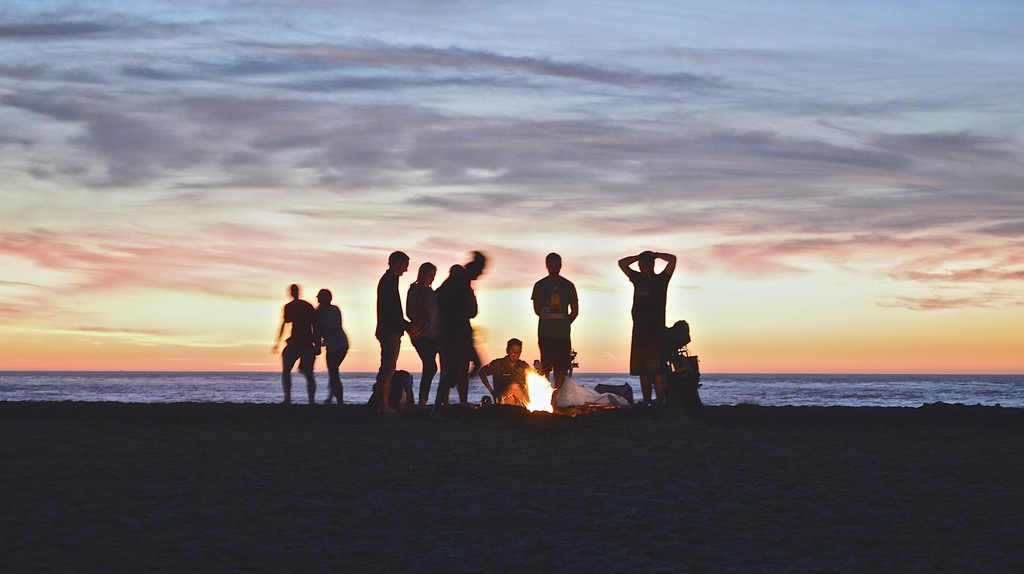 People at the beach | © Kimson Doan / Unsplash