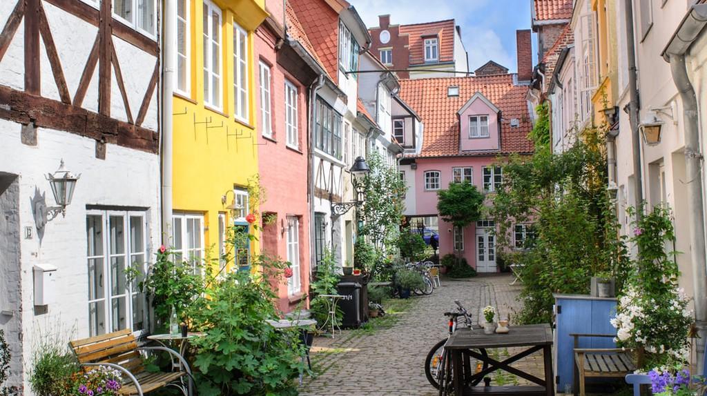 Backyard in Luebeck, Germany   © sunfun/Shutterstock