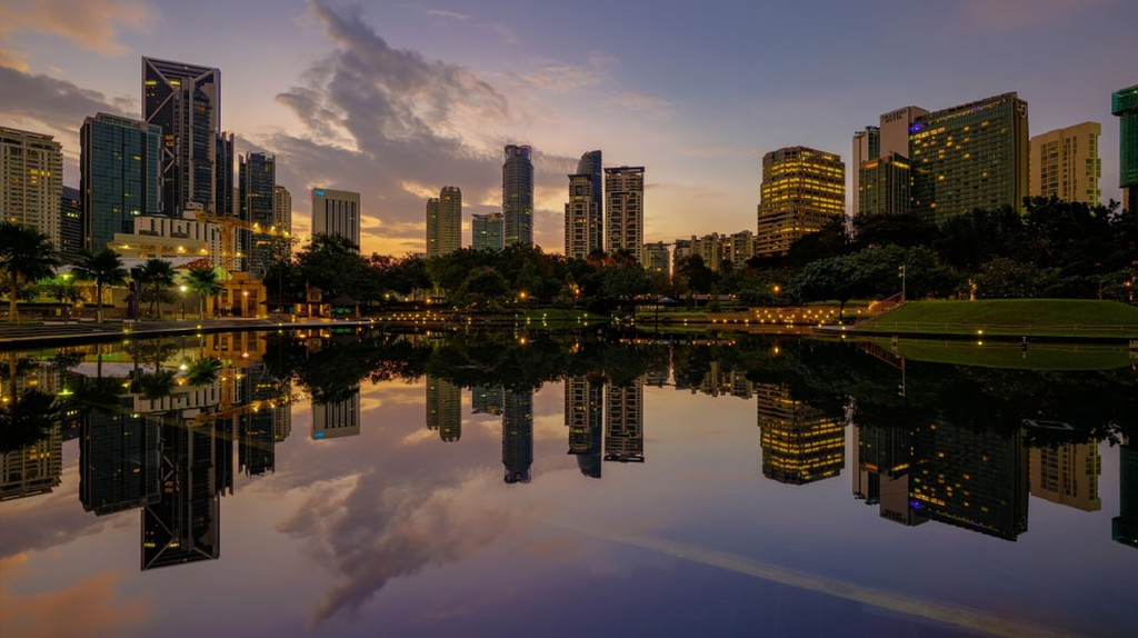 Sunrise view of KLCC lake and park | © Nur Ismail Photography/Shutterstock
