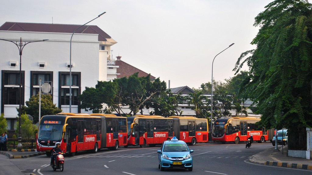 Transjakarta buses | © Everyone Sinks Starco / Flickr