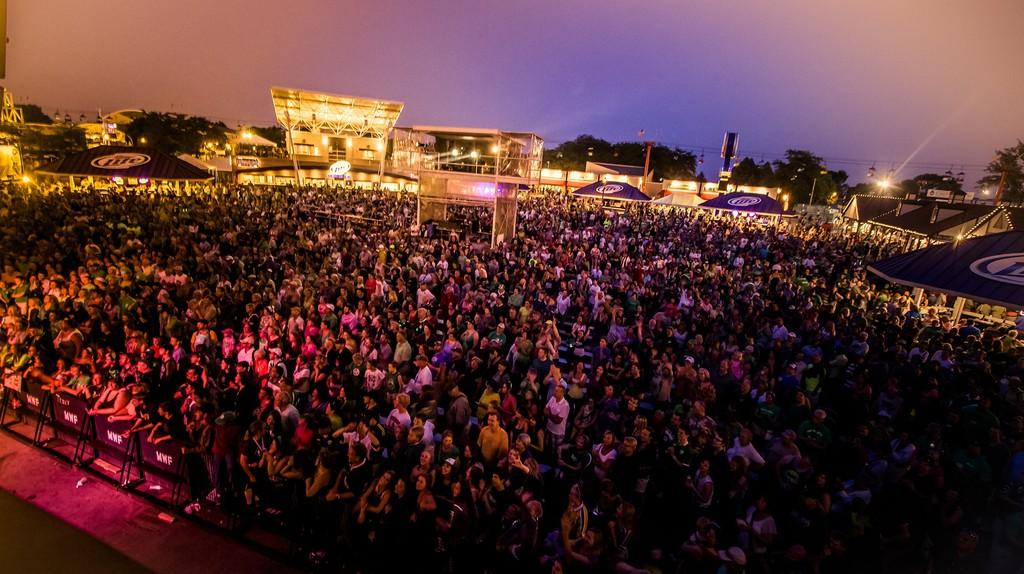 Milwaukee Irish Fest Night Crowd | © Courtesy of Milwaukee Irish Fest