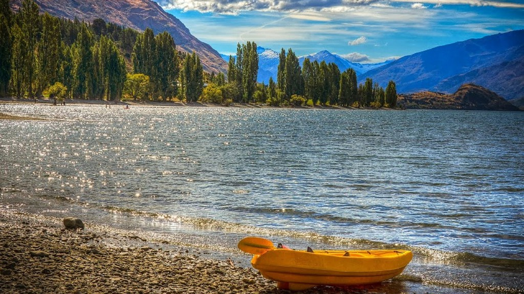 Lake Wanaka in summer