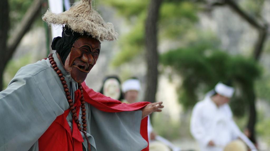 Traditional Korean mask dance in Hahoe Village | © KoreaNet / Flickr
