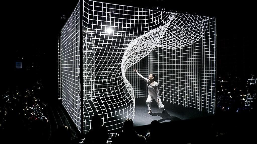 HAKANAI, Compagnie AMCB, Danseuse AKIKO KAJIHARA, THEATRE DE ROANNE, MARS 2014