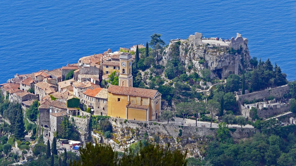 There are some wonderful day trips to take from Cannes, like to Èze