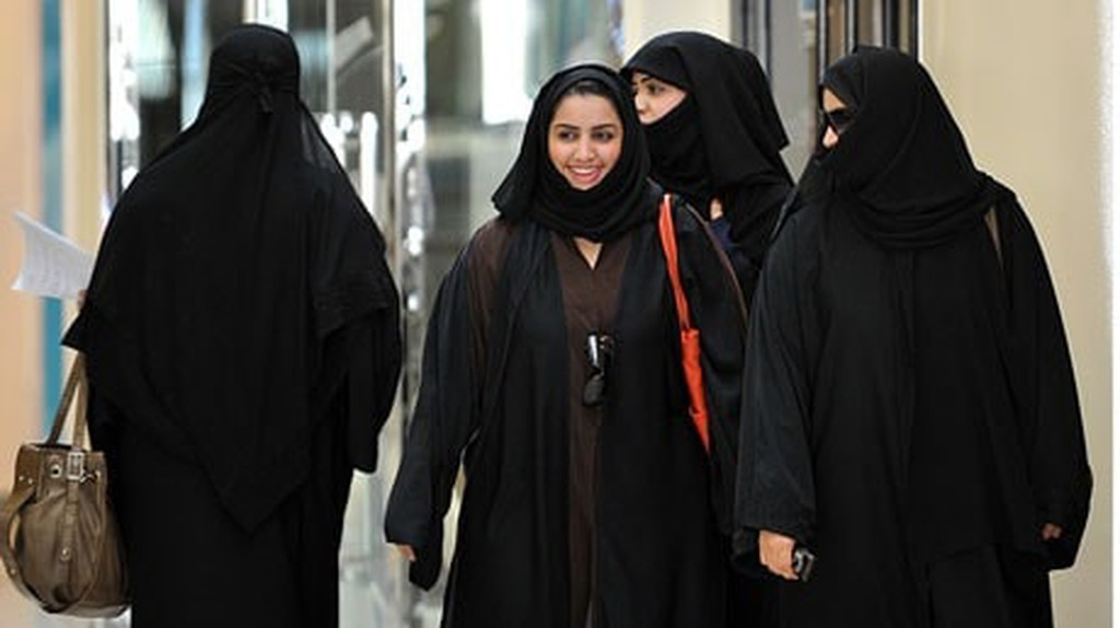 Saudi women walking in a mall in Jeddah, Saudi Arabia