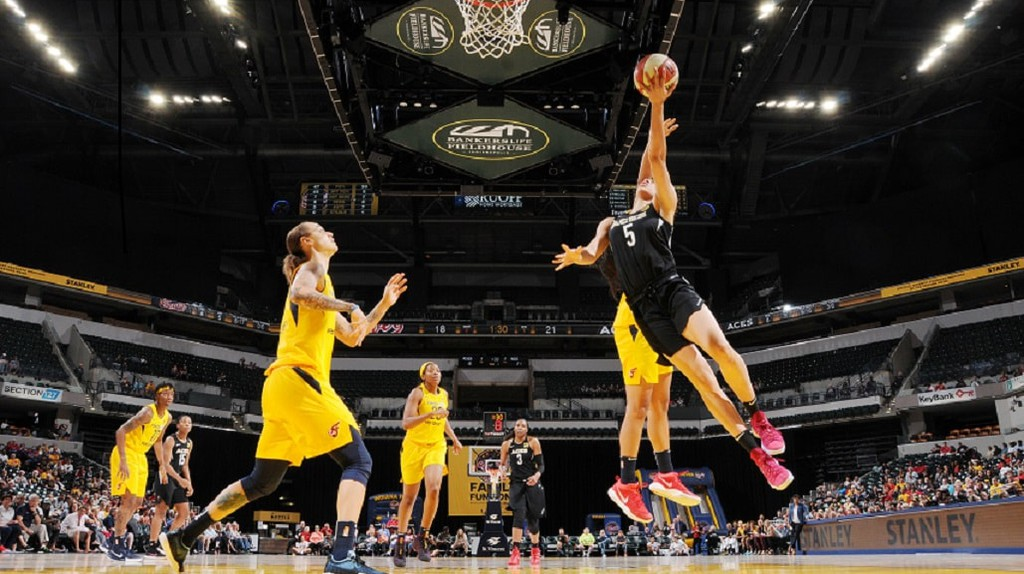 Dearica Hamby of the Las Vegas Aces drives to the basket