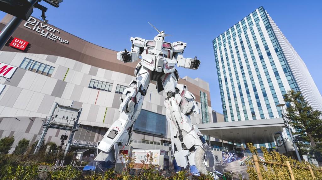 Unicorn Gundam statue in front of Diver City plaza in Odaiba, Tokyo