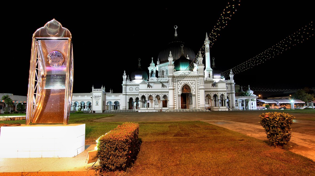 Zahir Mosque on the night