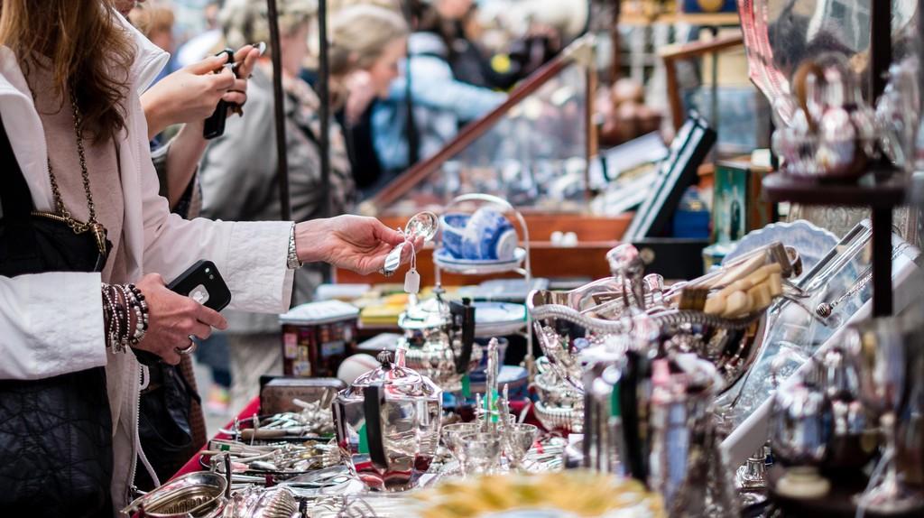 ]Portobello Road Market, London