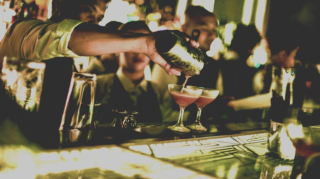 Impress your date with top-notch cocktails at this lush bar tucked behind a convenience store.