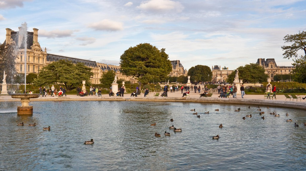 Beautiful spaces like the Tuileries Garden adorn Paris's 1st arrondissement