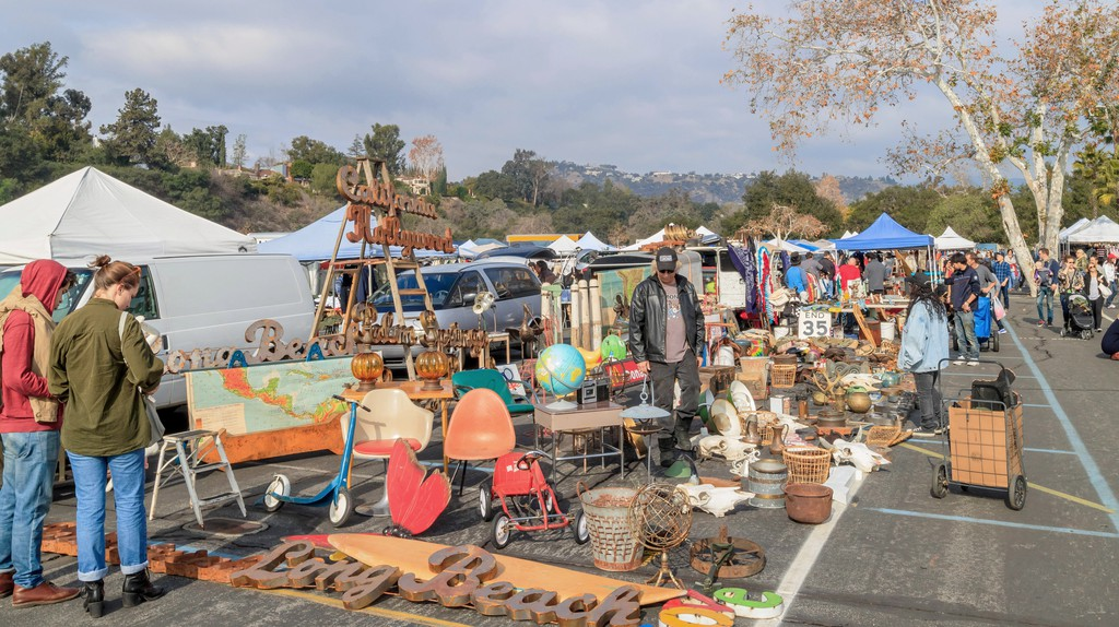 The Rose Bowl Flea Market is held in a sports stadium's car park