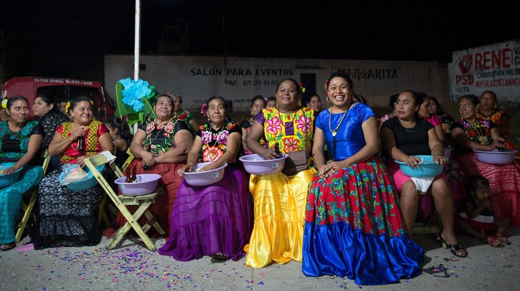 Muxes Darina Guerra Carballo (right) and sister Andrea Guerra Carballo (center) in Juchitán de Zaragoza, Mexico