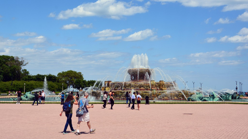 Buckingham Fountain is in the center of Grant Park