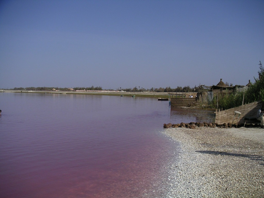 The shores of Lac Rose