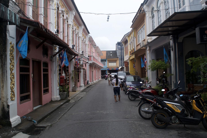 La calle rosa en la ciudad de Phuket | © Cortesía de Kelly Iverson