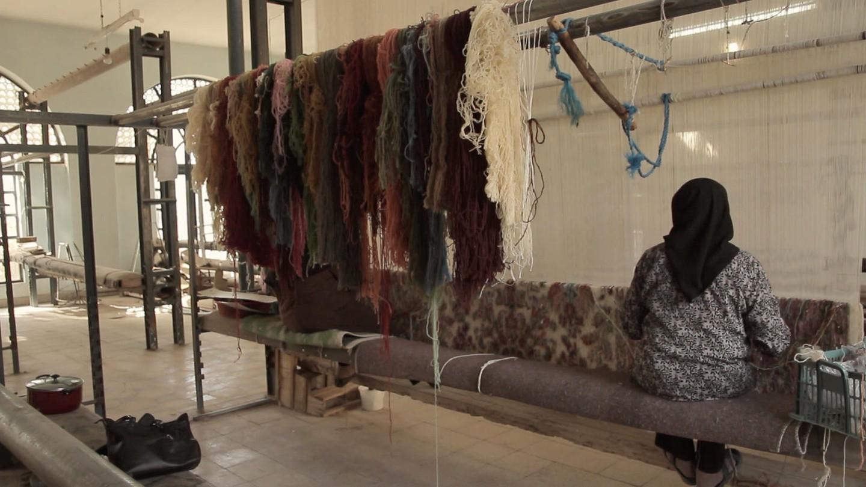 Thảm dệt trên khung dệt bằng len cừu nhuộm cỏ cây và côn trùng   |    - Trip14.com