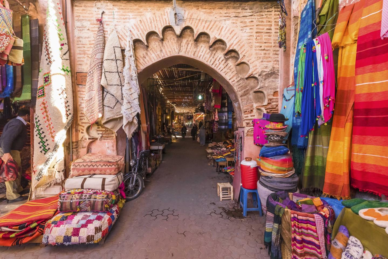 Souvenirs on the Jamaa el Fna market in old Medina, Marrakesh, Morocco. | © Balate Dorin / Shutterstock