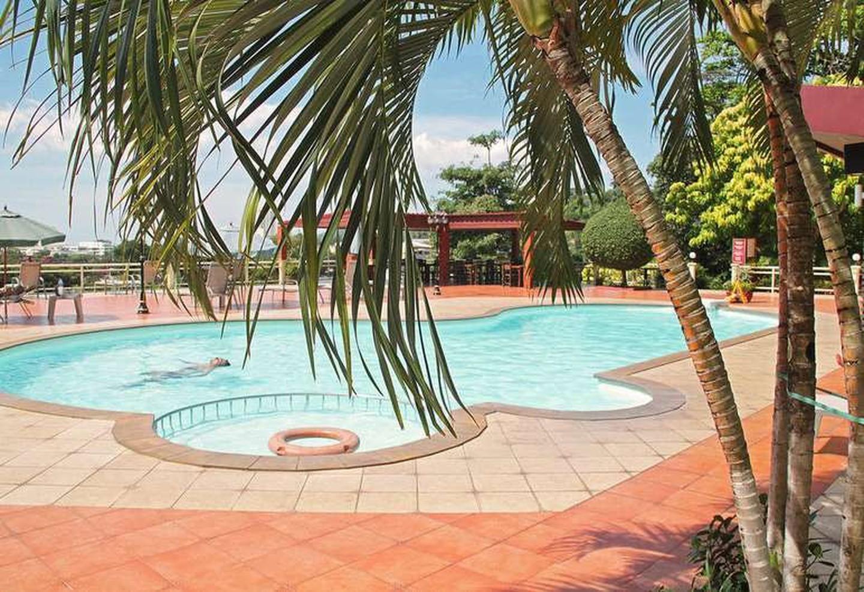 Piscina del Manohra Cozy Resort