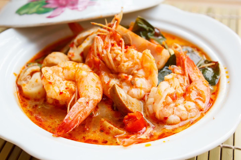 Tom Yum Goong, sopa picante con camarones - Cocina tailandesa.