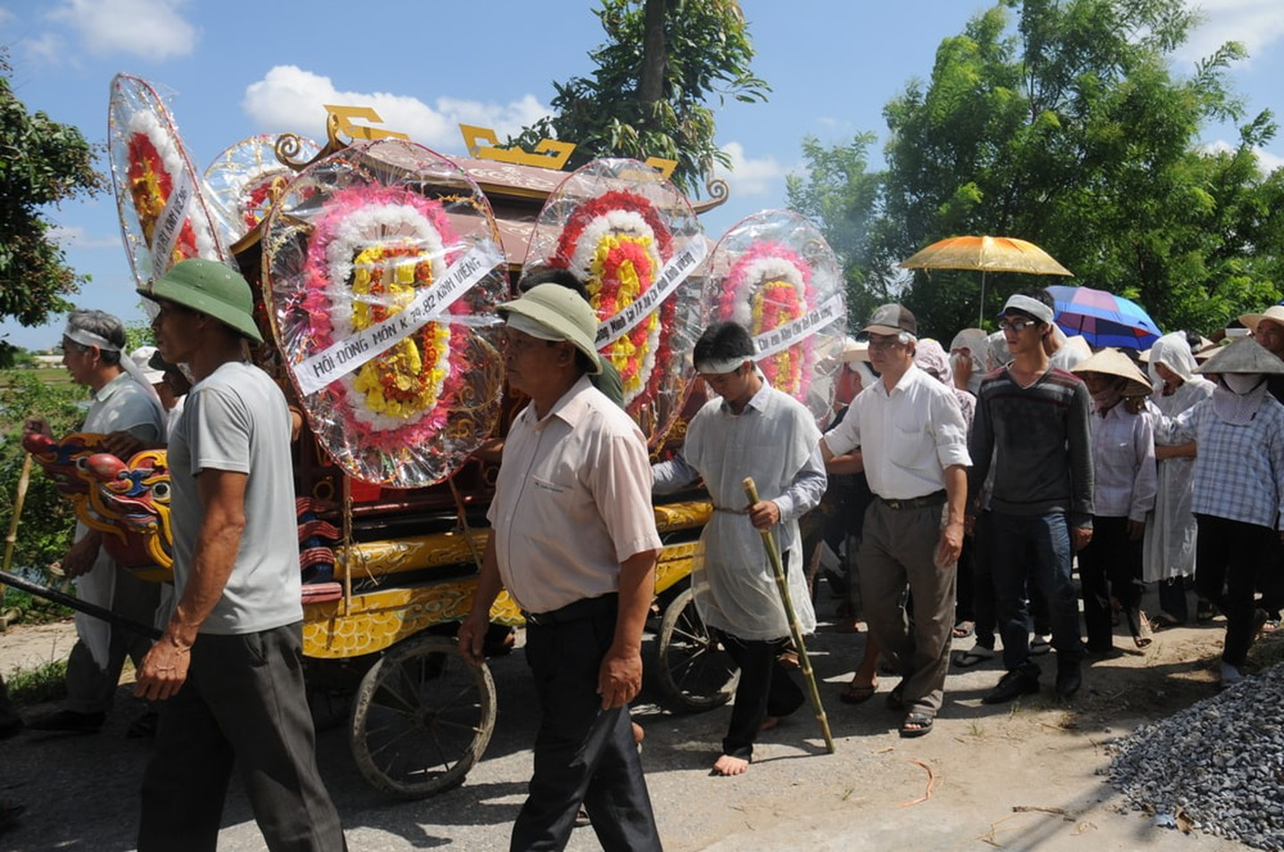 Vietnamese funeral procession
