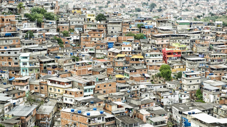 Favela at the Complexo Alemao, Rio de Janeiro, Brazil | © lazyllama/Shutterstock