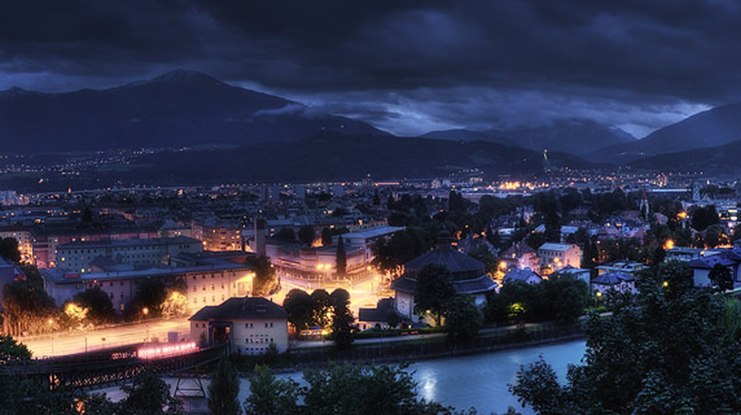 Innsbruck at night ©Alex Holzknecht