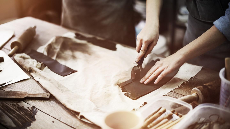 Sculptor at work| © Rawpixel.com/Shutterstock