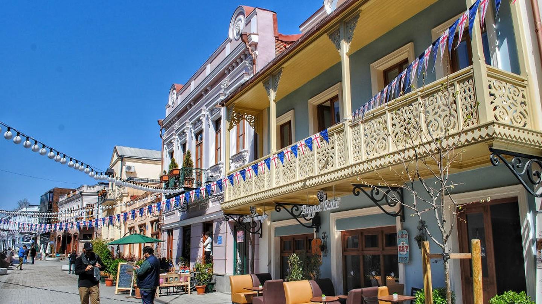 A pedestrian Street full of cafés in Tbilisi | © Baia Dzagnidze
