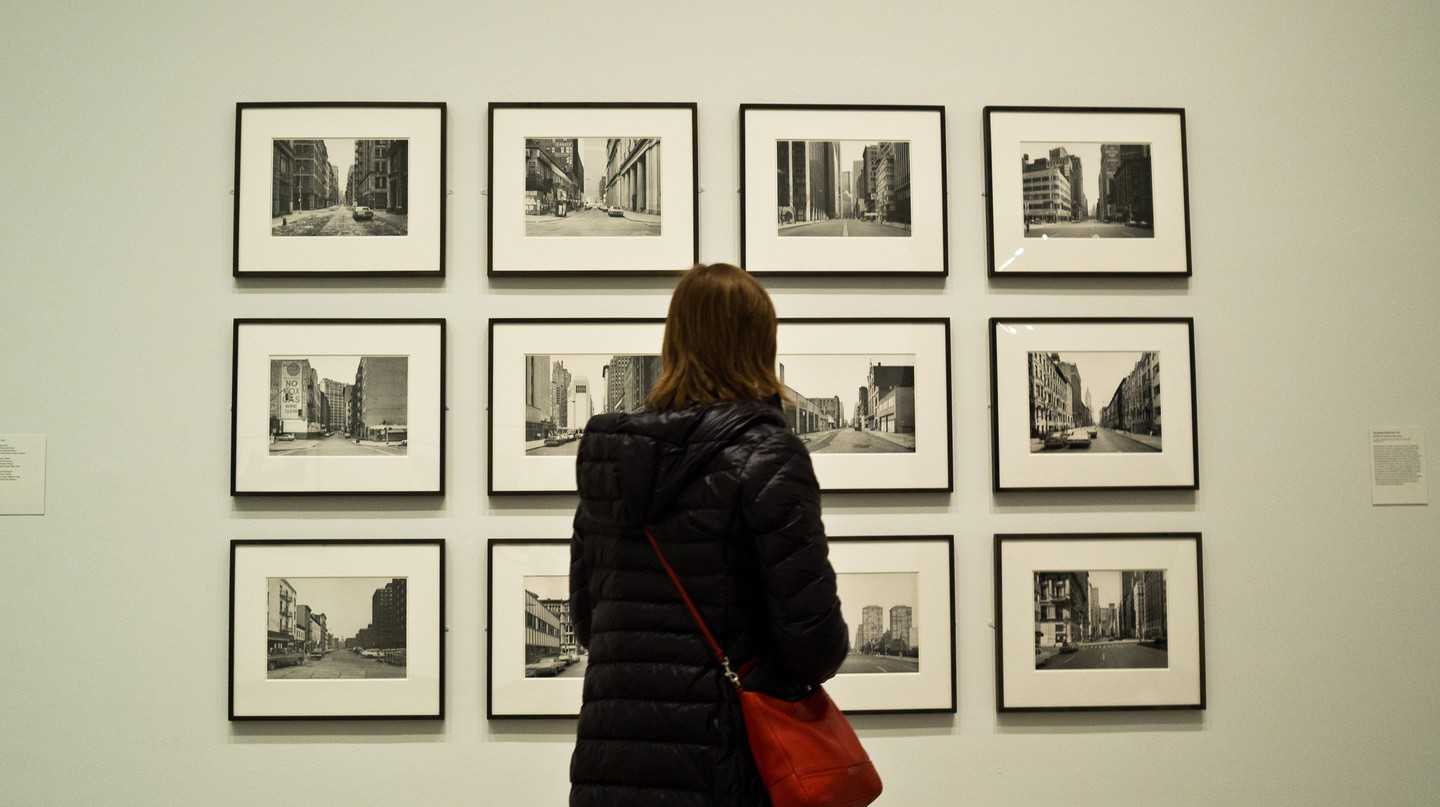 Taking in Thomas Struth's work | © Phil Roeder / Flickr