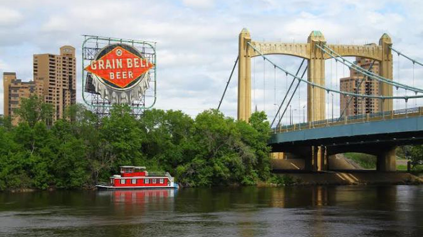The iconic 'Grain Belt Beer' sign sits on the edge of Minneapolis' North Loop along the Mississippi River © Michael Hicks / Flickr