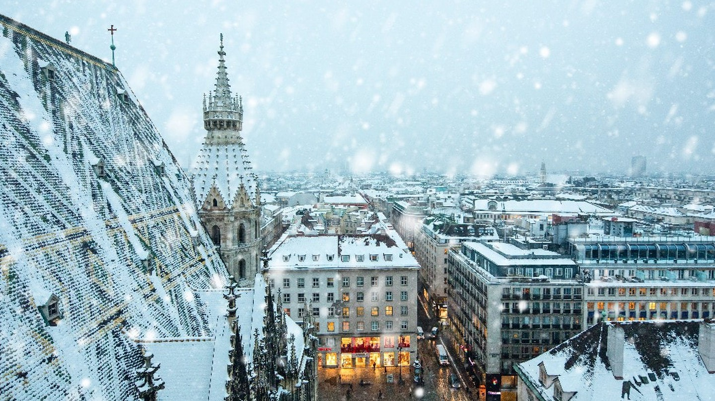 The mosaic tiles of the Stephansdom dusted with snow | © Vienna Tourist Board