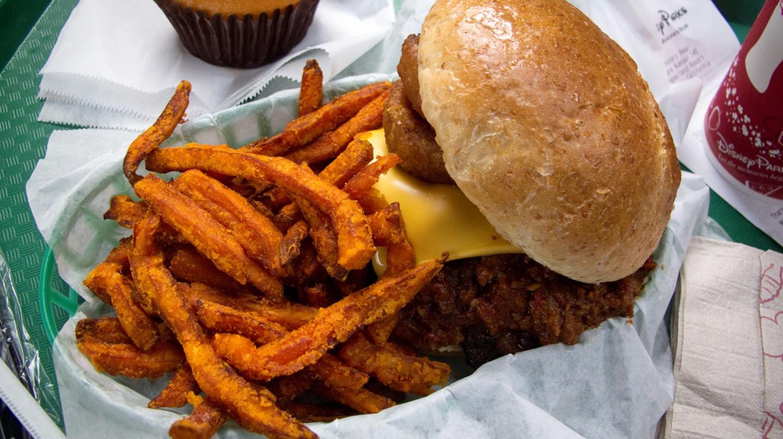 Chili Cheeseburger | © harshlight/flickr