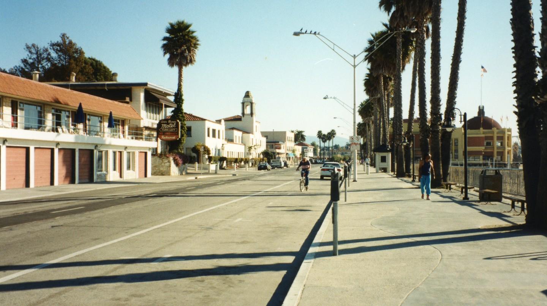 Santa Cruz | ©Robert Linsdell / Flickr