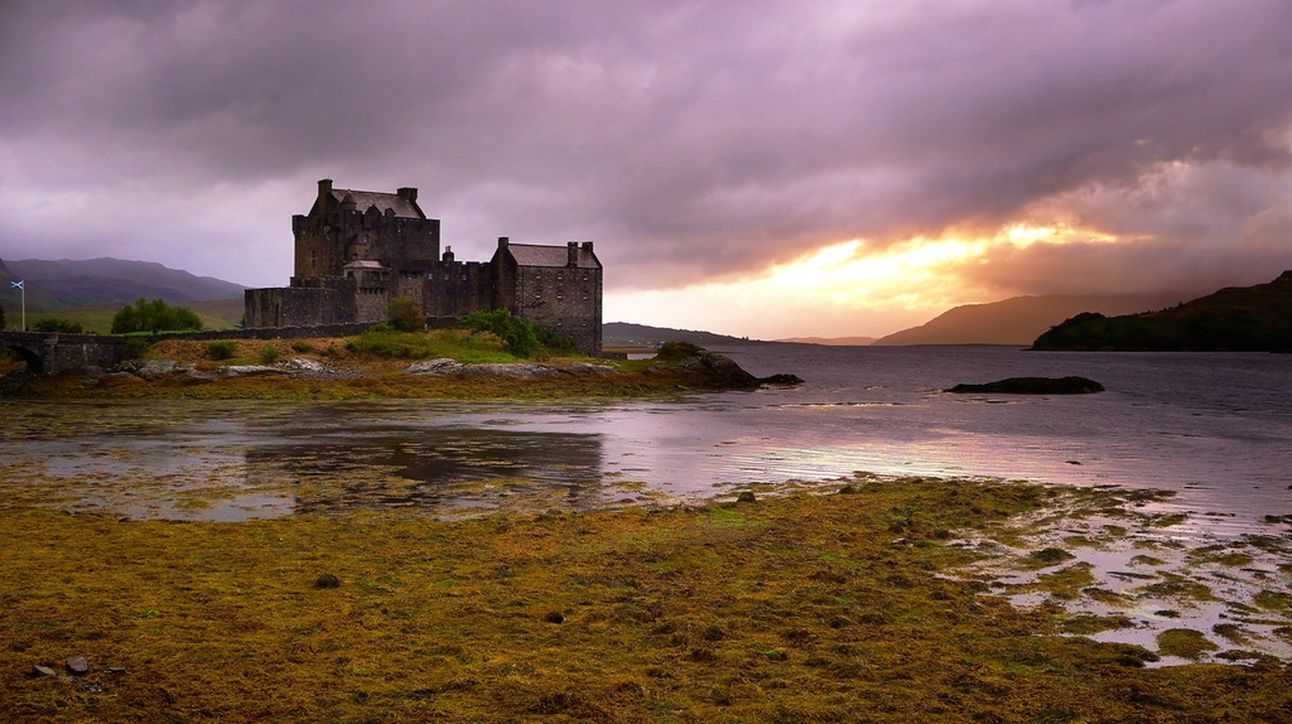 Eilean Donan in the north west of Scotland ©Moyan Brenn