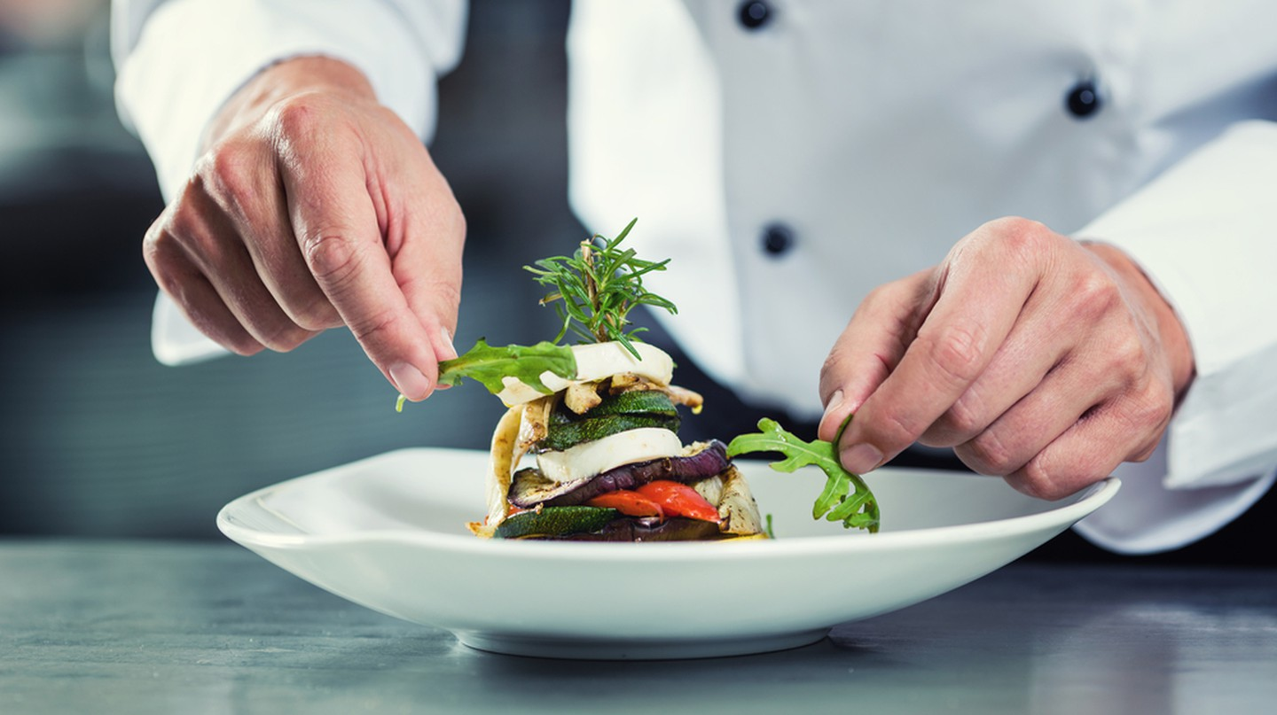 Chef preparing meal | © Kzenon/Shutterstock