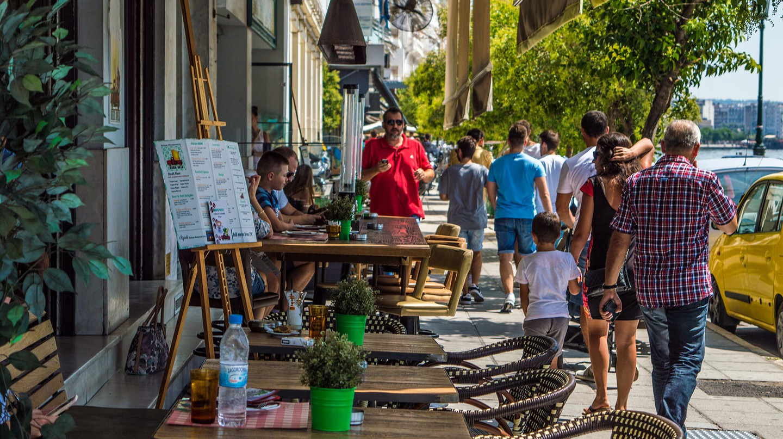 Walking through the bars of Thessaloniki